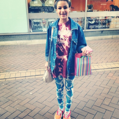 STREET STYLE STREET FASHION STYLE STALKING STREET FASHION BOY LONDON TIE DYE VANS TRAINERS LEGGINGS DENIM JACKET